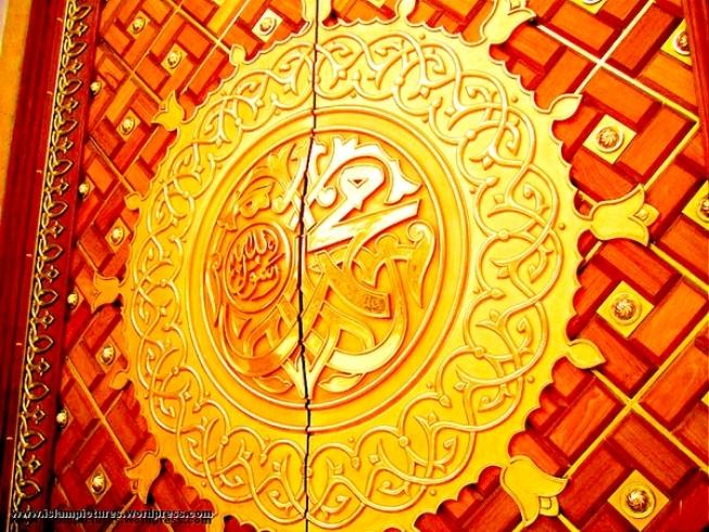 masjid-e-nabvi-door-red.jpg