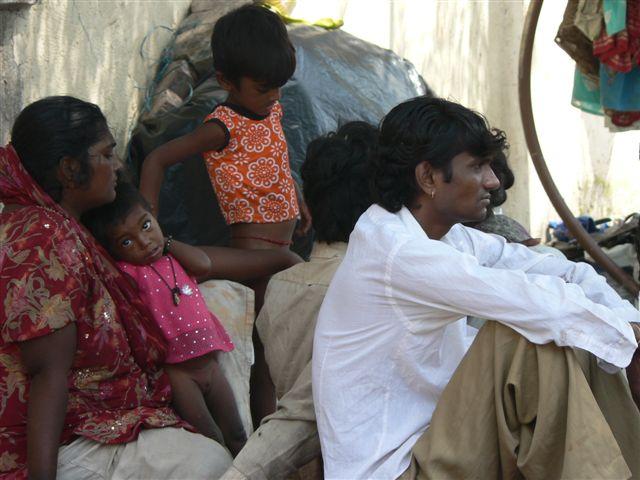 mumbai-pavement-family-small