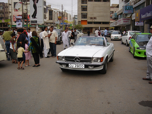 Karachi mercedes: courtesy of:http://www.flickr.com/photos/22361526@N08/2304908119/
