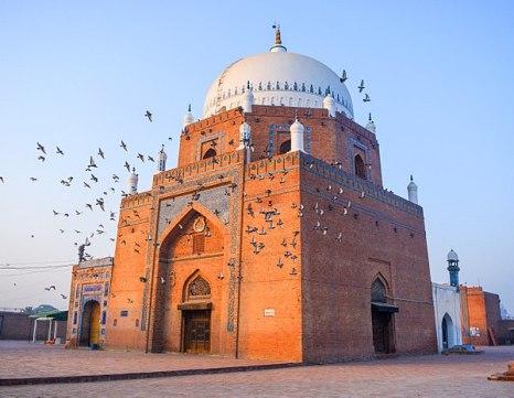 multan600px-Splendid_Shrine_of_Hazrat_Baha-ud-din_Zakariya